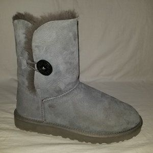 UGG 5803 Bailey Button Gray Boots Size 8